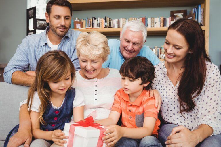 Prezent dla babci, prezent dla dziadka – zdrowe podarunki dla najbliższych