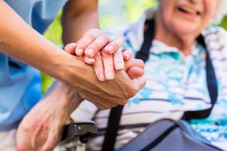 Przyczyny chudnięcia osób starszych – czy powodem zawsze jest choroba?