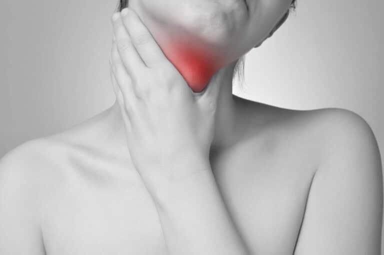 Rak krtani - jakie są objawy, przyczyny, dieta, leczenie i rokowania. Kto narażony jest na nowotwór krtani?
