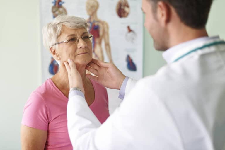 Rak gardła – objawy, przyczyny, leczenie i rokowania. Kto jest szczególnie narażony na nowotwór gardła?